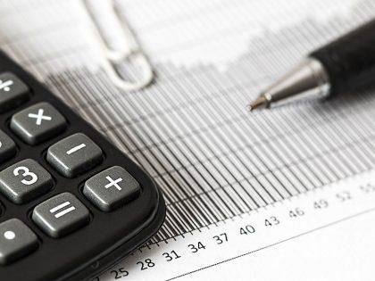 Księgowość – lepiej prowadzić samodzielnie czy zlecić w biurze rachunkowym?